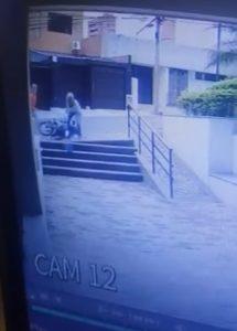 Mujer en Cali peleó con ladrón y le disparó ropa en llamas, permanece hospitalizada | Noticias de Buenaventura, Colombia y el Mundo