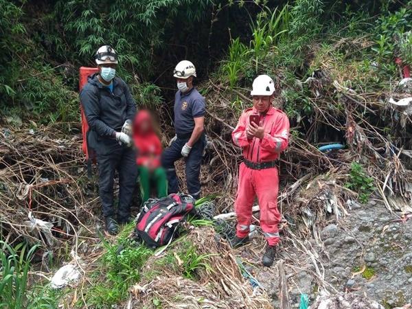 Joven que intentaba cruzar la frontera cayó al río Guáitara tras ruptura de un puente