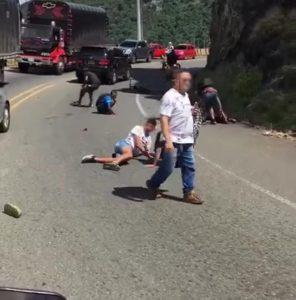 El accidente de la 'Curva del Cerezo' vía Cali-Buenaventura, varios jóvenes se bajan en bicicleta - Noticias de Colombia